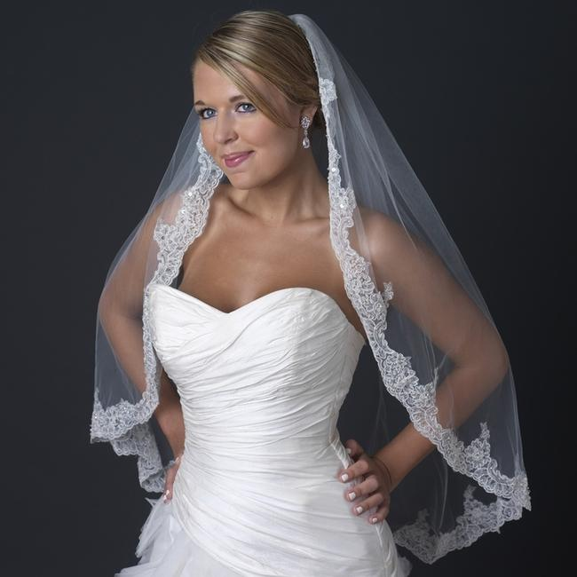 Item - Ivory Medium Single Layer Fingertip Length Scalloped Edge Bridal Veil