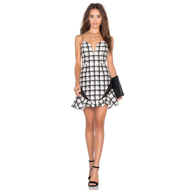 Preload https://item3.tradesy.com/images/nbd-checkered-short-night-out-dress-size-8-m-23657122-0-0.jpg?width=400&height=650