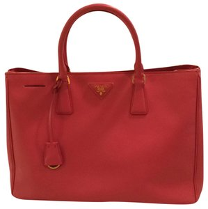 079bff43dcac Prada Saffiano Collection - Up to 70% off at Tradesy