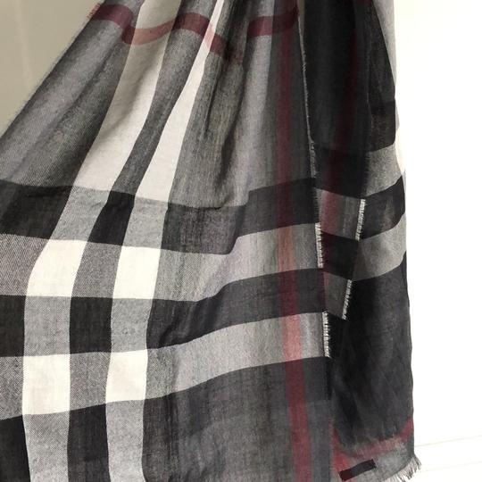 Women's Burberry Cashmere and Wool scarf charcoal