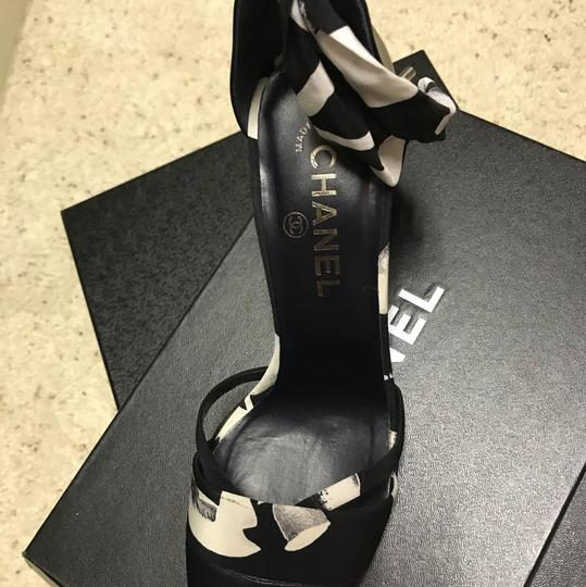 Chanel Black and white flower Pumps