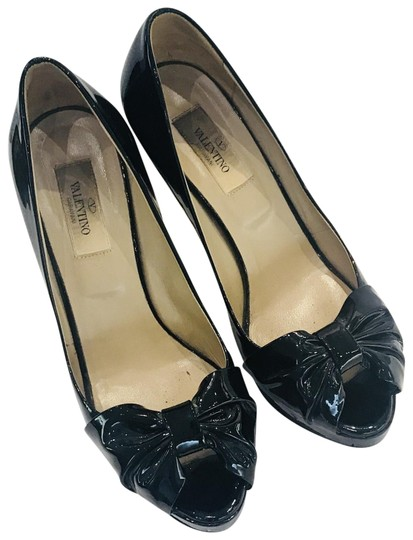 Preload https://img-static.tradesy.com/item/23661159/valentino-black-patent-leather-bow-accented-pumps-size-eu-37-approx-us-7-regular-m-b-0-2-540-540.jpg