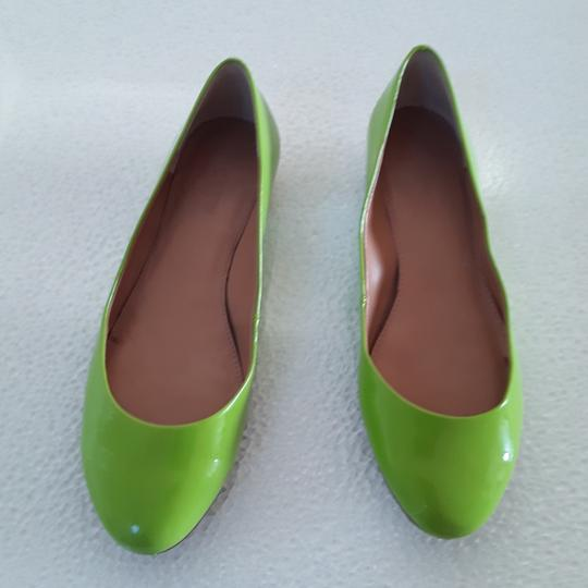 Preload https://img-static.tradesy.com/item/23661193/jcrew-green-patent-leather-with-gold-heel-flats-size-us-7-regular-m-b-0-0-540-540.jpg