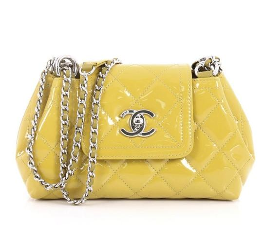 Preload https://item3.tradesy.com/images/chanel-small-coco-shine-green-patent-leather-cross-body-bag-23661352-0-2.jpg?width=440&height=440