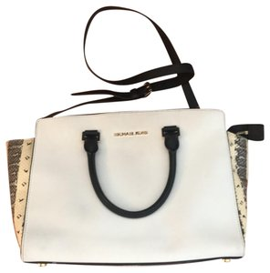 Michael Kors Satchel in black and white