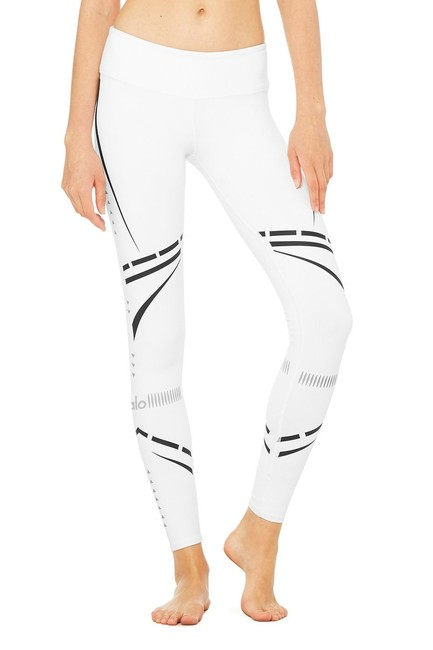 Preload https://img-static.tradesy.com/item/23661419/alo-white-graphic-print-airbrush-yoga-in-whiteblk-chakra-activewear-leggings-size-4-s-27-0-1-650-650.jpg