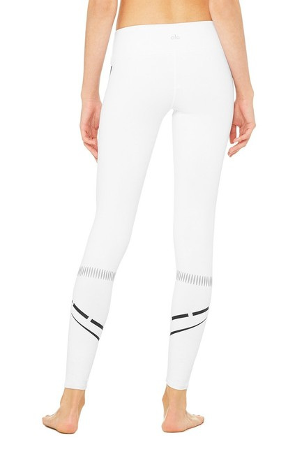 Alo Graphic Print Airbrush YOGA Leggings in WHITE/BLK CHAKRA