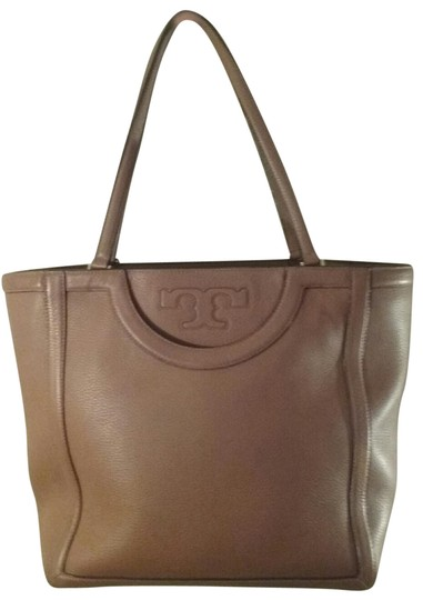 Preload https://img-static.tradesy.com/item/23661505/tory-burch-monogrammed-tote-brown-leather-shoulder-bag-0-1-540-540.jpg