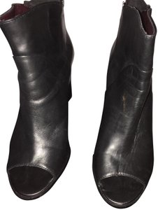 Report Signature Black Boots
