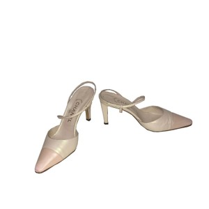 Chanel Vintage Slingback Leather Creme/Pearl Pumps
