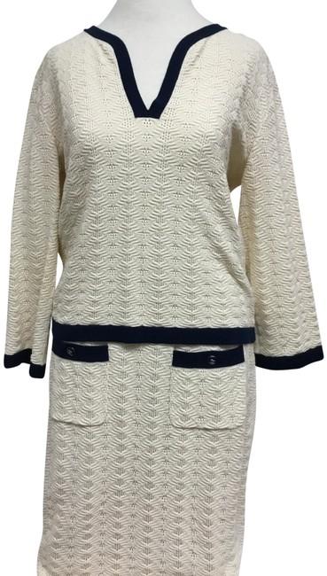 Item - Ecru Long Sleeve Sweater with Navy Trim and Matching Skirt Suit Size 8 (M)