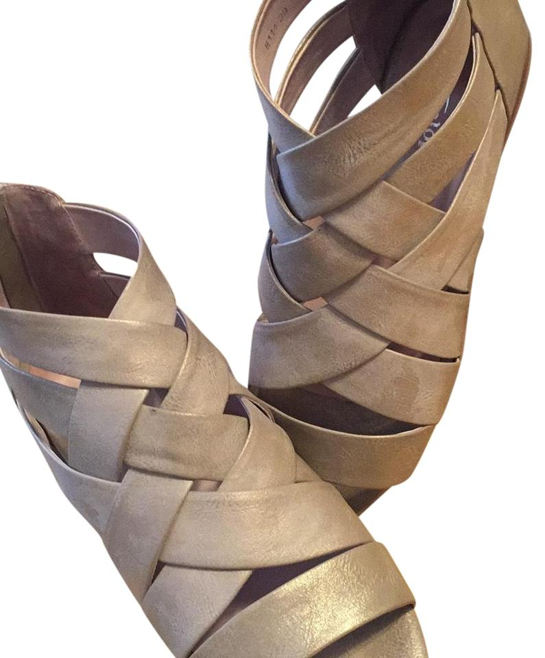 20ea0d4810c Antelope Brushed Gold 114 Sandals Size EU 39 (Approx. US 9) Regular ...