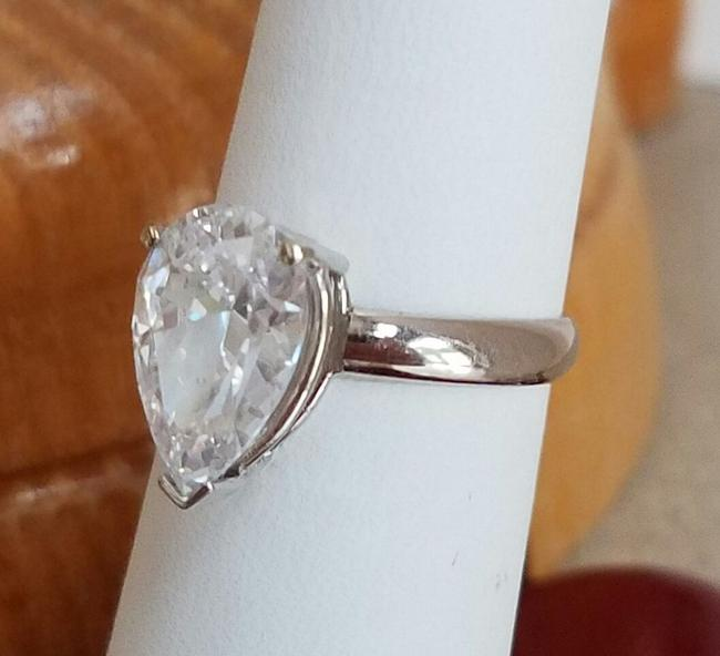 Item - White Gold 14k 2.5 Ct Pear Engagement Size 8 Ring