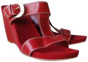 ce11f141edb1 Bandolino T Strap Wedge Slide Mule Suede red Sandals