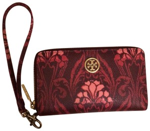 Tory Burch Wristlet in pink, red