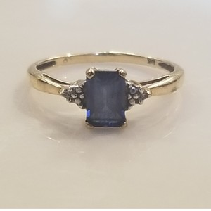 Zales Sapphire / Gold Ring
