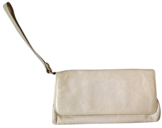 Preload https://item3.tradesy.com/images/rockport-white-leather-clutch-2367367-0-0.jpg?width=440&height=440