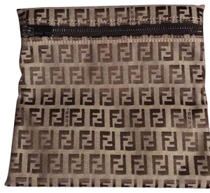Fendi Cosmetic Bags - Up to 70% off at Tradesy 6f7051e887395