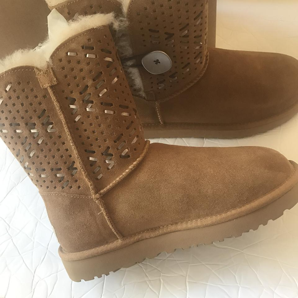 c88331d9ddb UGG Australia Brown Bailey Button Tehuano Genuine Shearling Boots/Booties  Size US 6 Regular (M, B)