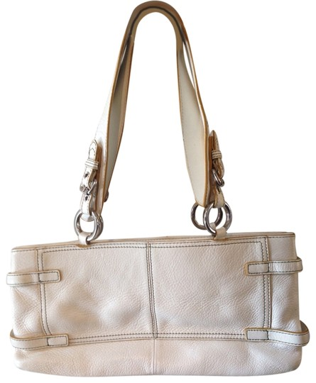Preload https://item3.tradesy.com/images/hype-white-leather-shoulder-bag-2367547-0-0.jpg?width=440&height=440
