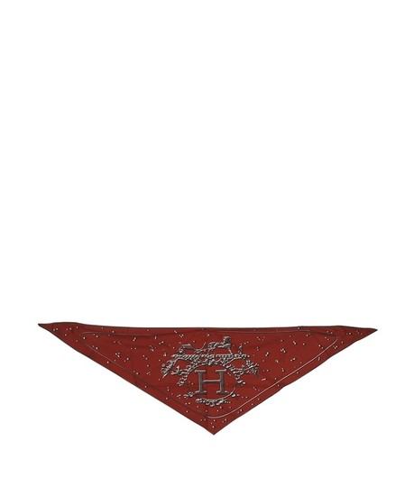 Preload https://img-static.tradesy.com/item/23679299/hermes-burgundy-silk-triangular-140913-scarfwrap-0-0-540-540.jpg