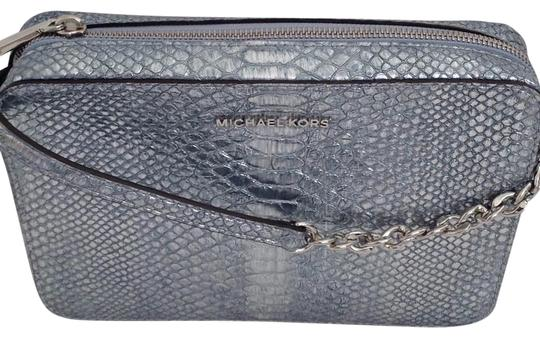 Preload https://img-static.tradesy.com/item/23679309/michael-kors-large-east-west-pale-blue-embossed-leather-cross-body-bag-0-3-540-540.jpg