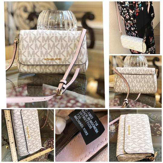 Preload https://img-static.tradesy.com/item/23679321/michael-kors-jet-set-medium-conv-pouchette-handbag-vanillaballet-saffiano-leatherpvc-cross-body-bag-0-0-540-540.jpg
