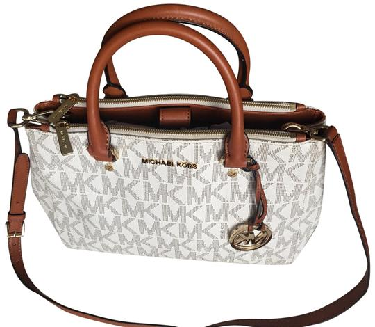 Preload https://img-static.tradesy.com/item/23679364/michael-kors-vanilla-signature-sutton-medium-tote-white-leather-satchel-0-1-540-540.jpg