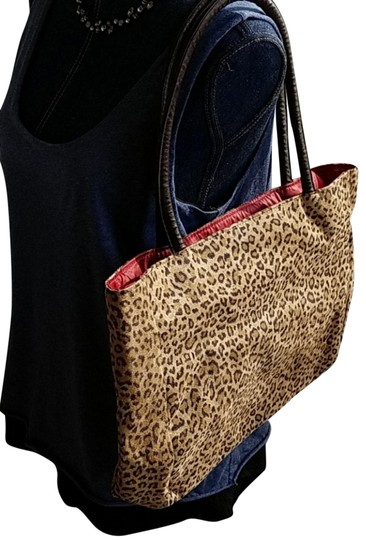 Preload https://img-static.tradesy.com/item/23679599/neiman-marcus-everyday-ease-leopard-faux-tote-0-2-540-540.jpg