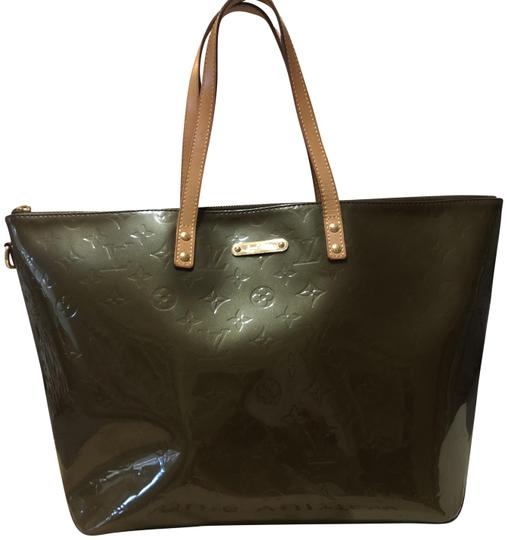 Preload https://img-static.tradesy.com/item/23680179/louis-vuitton-bellevue-vernis-vert-bronze-patent-leather-cross-body-bag-0-1-540-540.jpg