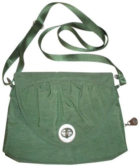 Preload https://img-static.tradesy.com/item/23680359/baggallini-nassau-green-nylon-cross-body-bag-0-1-540-540.jpg