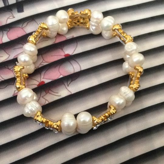 Other stretch Freshwater pearls bracelet with gold rhinestones connections Image 1