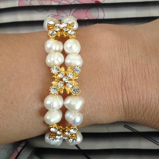 Other stretch Freshwater pearls bracelet with gold rhinestones connections Image 4