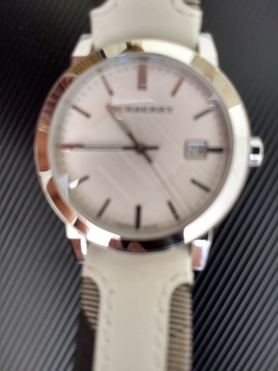 Burberry Bu9019 men's large check leather strip white dial Image 7