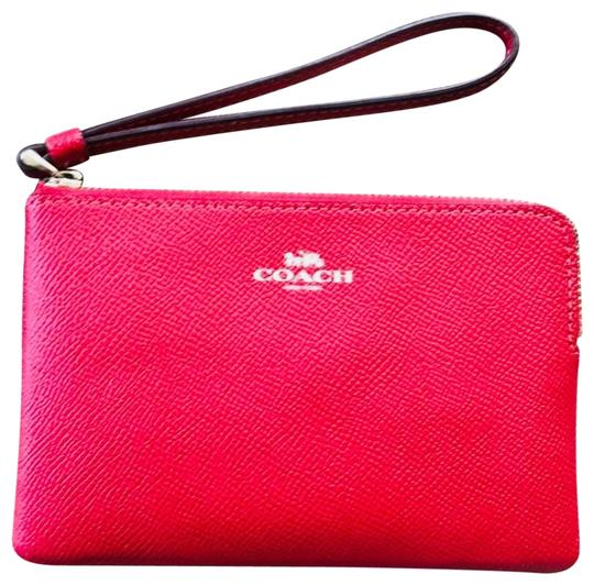 Preload https://img-static.tradesy.com/item/23692342/coach-red-leather-wristlet-0-2-540-540.jpg