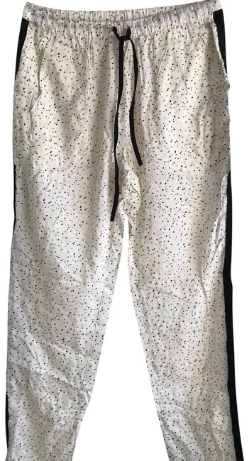 Preload https://img-static.tradesy.com/item/23693378/white-relaxed-straight-leg-pants-size-6-s-28-0-1-650-650.jpg