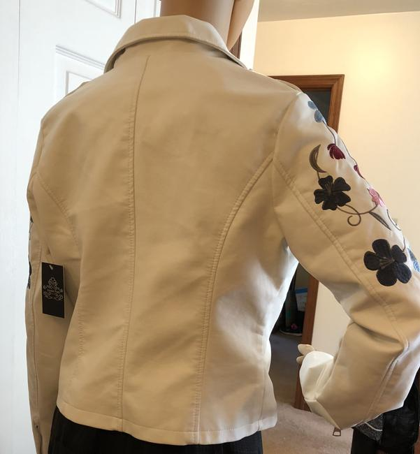Macy's Faux White Size Medium Embroidery NEW--NEW--White with stiched flowers Leather Jacket
