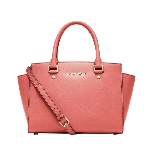 Preload https://img-static.tradesy.com/item/23694401/michael-kors-selma-medium-crossbody-shoulder-tote-grapefruit-pink-coral-saffiano-leather-satchel-0-0-540-540.jpg