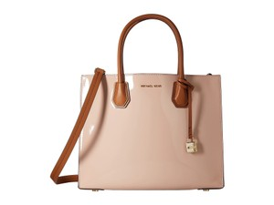 MICHAEL Michael Kors Mercer Large Convertible Shoulder Patent Leather Tote in Ballet