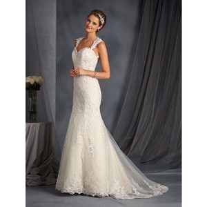 Alfred Angelo Ivory Lace and Pearl/Diamond Embellishments On Neckline 2545 Vintage Wedding Dress Size 8 (M)