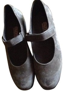 Munro American Gray suede with leather Flats
