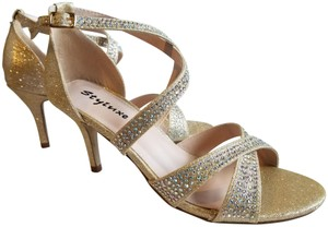 Styluxe gold Pumps
