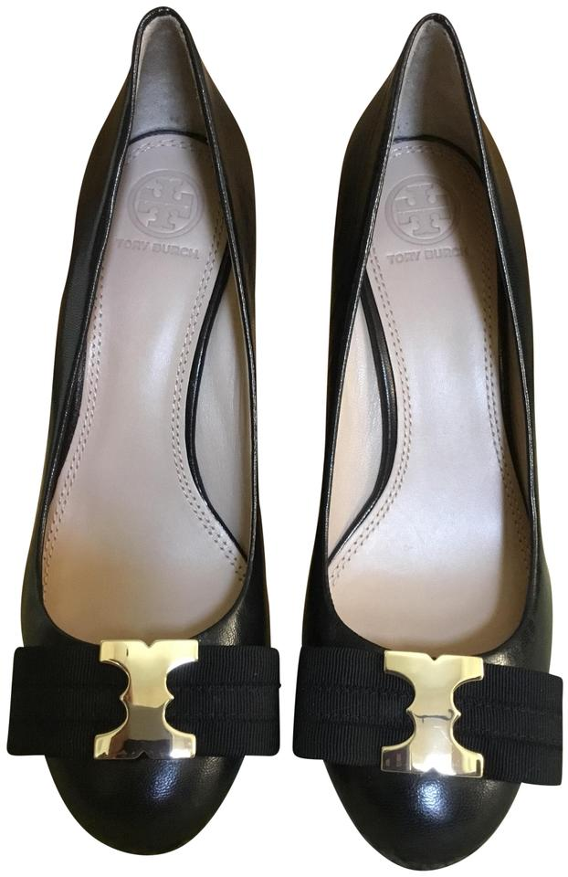 c780babdb41 Tory Burch Black Gemini Bow Wedges Size US 7 Regular (M