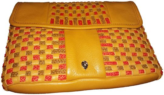 Preload https://img-static.tradesy.com/item/23707015/helen-kaminski-with-woven-panels-envelope-clutch-with-chain-strap-tan-brown-red-metallic-leather-sho-0-1-540-540.jpg