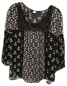 Bila BILA Sheer Crochet Lace Neckline 3/4 Sleeve Ladies Blouse - Side Large