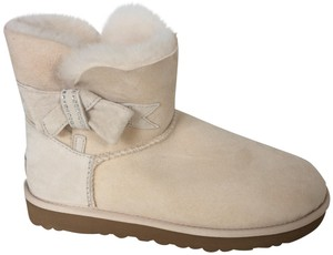 UGG Australia New With Tags FRESH SNOW Boots