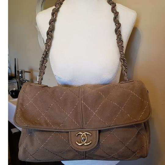 Preload https://img-static.tradesy.com/item/23708743/chanel-tan-suede-leather-shoulder-bag-0-5-540-540.jpg