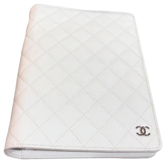 Preload https://item5.tradesy.com/images/chanel-white-quilted-caviar-agenda-cover-23709454-0-1.jpg?width=440&height=440