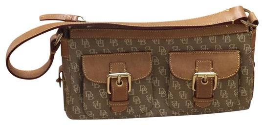 Preload https://img-static.tradesy.com/item/23719505/dooney-and-bourke-and-monogrammed-tan-canvas-satchel-0-1-540-540.jpg