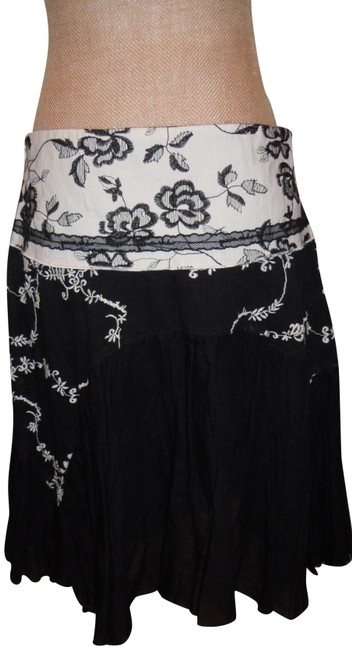 Preload https://img-static.tradesy.com/item/23720136/blackwhite-cotton-two-lear-great-shape-unique-knee-length-skirt-size-10-m-31-0-1-650-650.jpg